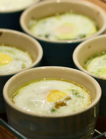 baked eggs with spinach in ramekins
